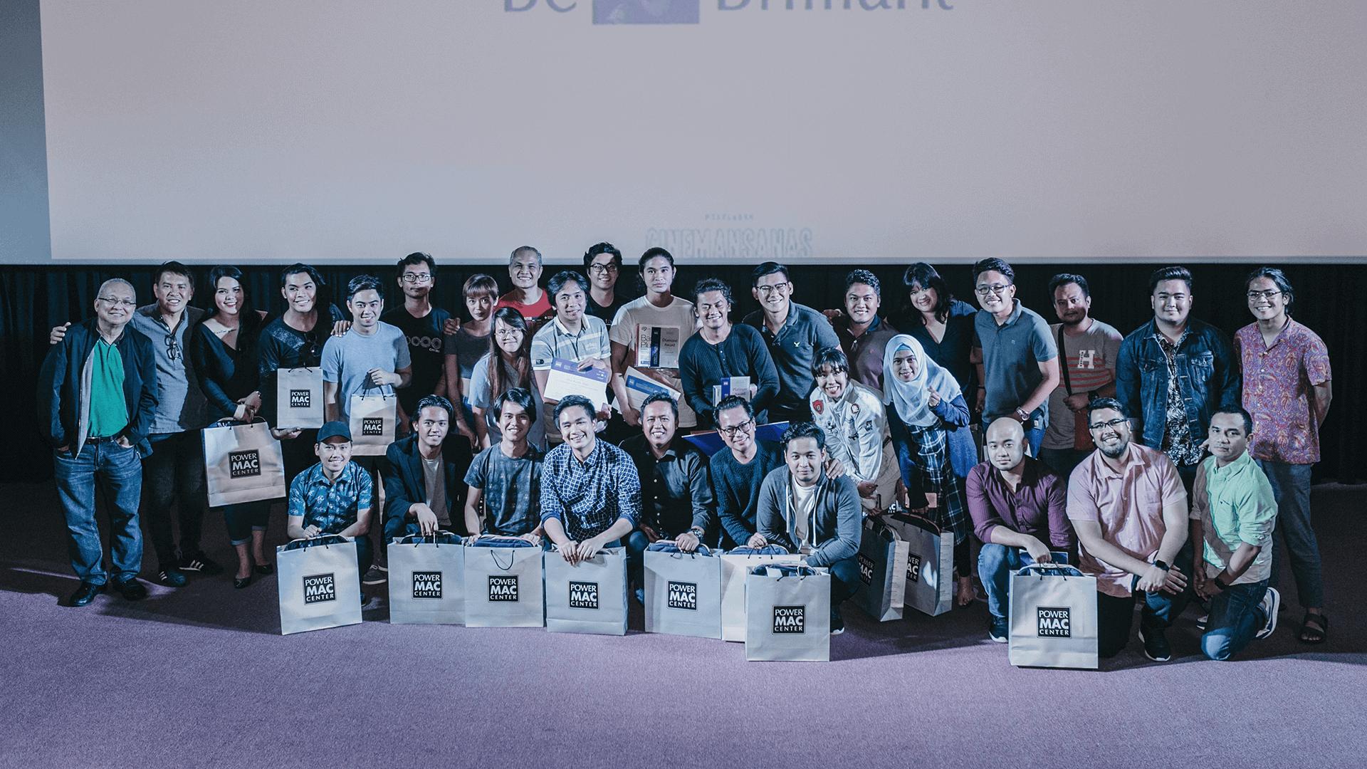 Cinemansanas Campaign Awardee at the stage