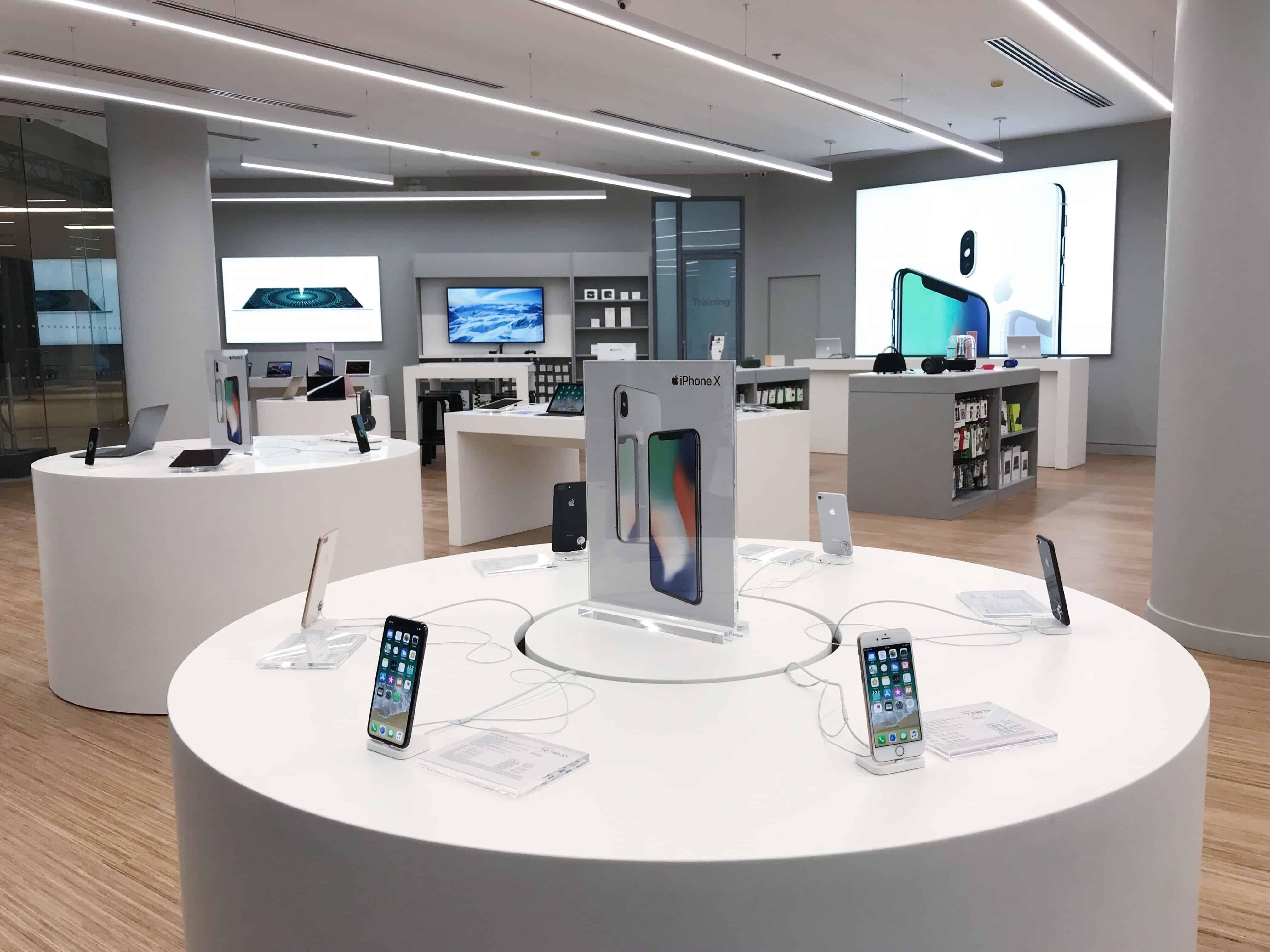iPhone X in Power Mac Center