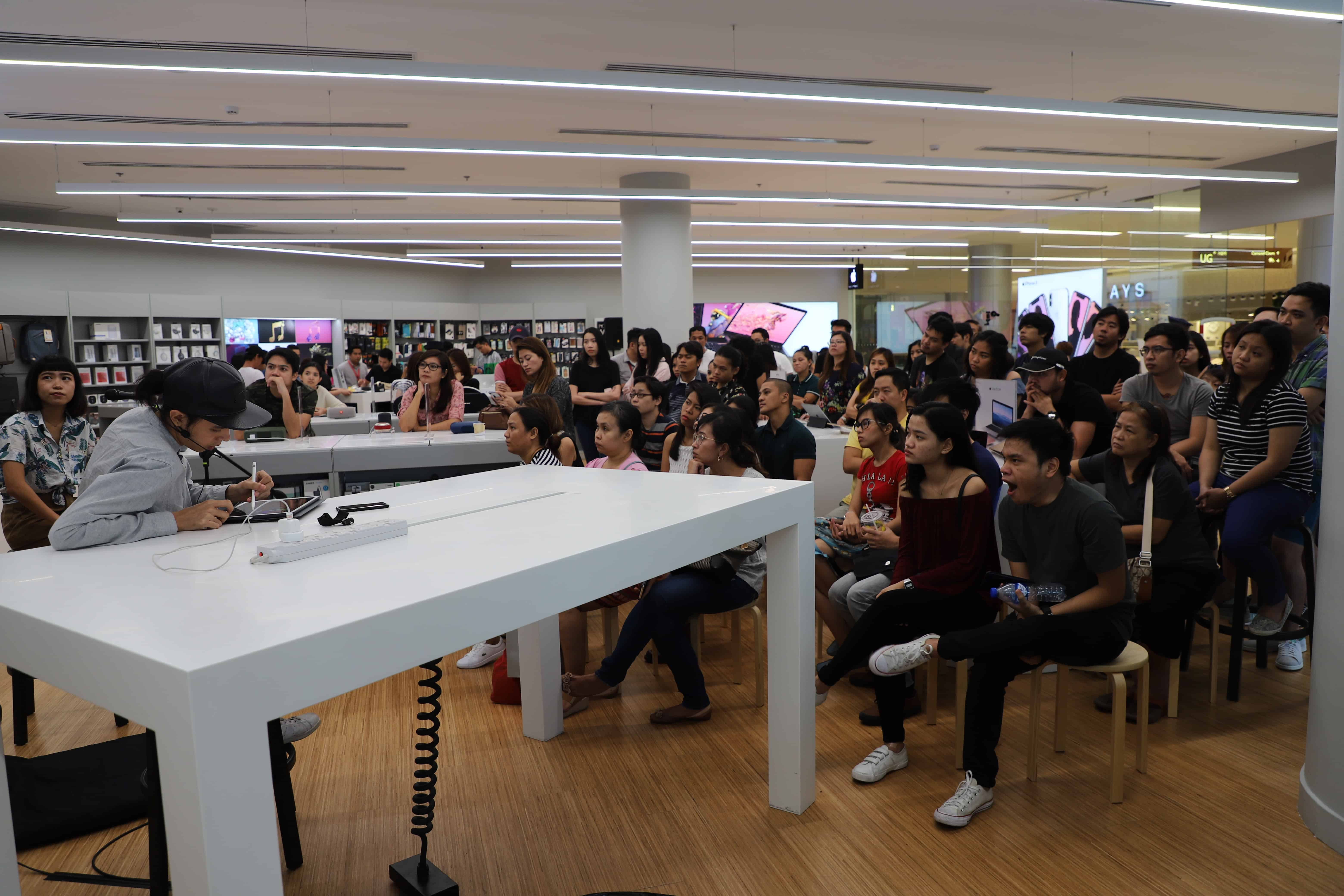 A crowd attended the Pixelworx live demo