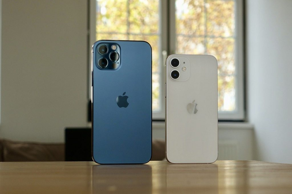 iPhone 12 Pro Max size vs iPhone 12